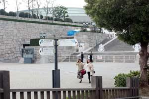 大阪城ホール噴水横
