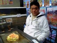 お好み焼きをご注文の増位山太志朗さん
