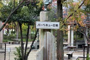 鶴見緑地内のバーベキュー広場